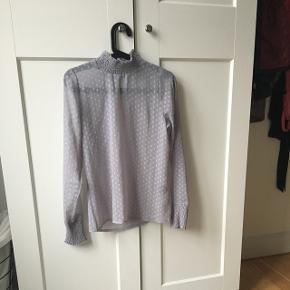 Sælger denne fine skjorte fra project unknown købt i message Np: 400
