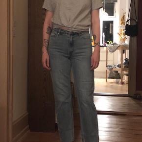 H&M's pendant til 501 straight jeans.   🍀 Køb 3 varer og få den billigeste gratis!
