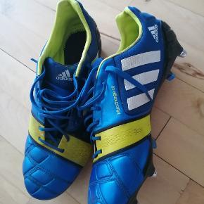 Adidas fodboldstøvler Nitrocharge 1.0, med mulighed for udskiftning af knopper str 46, brugt få gange.