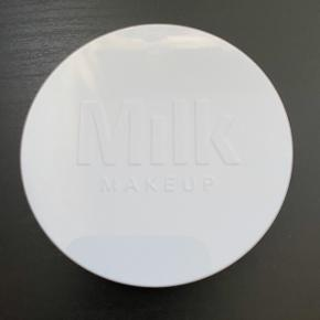 Milk Makeup Flex Highlighter i farven Lit. Brugt en gang.  FAST PRIS: 160 kr. + porto