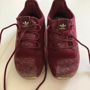 Adidas sko str. 26,5 Model orthelite God men brugt  Den ene elastik er gået op ved snørrebåndet😊