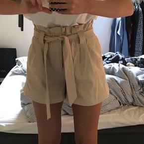 Sælger disse Envii shorts som aldrig er blevet brugt. De er kun blevet vasket en enkelt gang. De koster 350kr på deres hjemmeside. De er str. M 😊