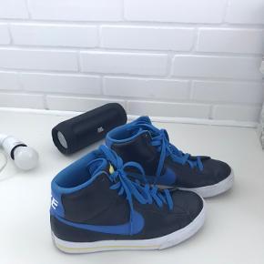 Nike sko, næsten ikke brugt. Ingen slid. Str 38