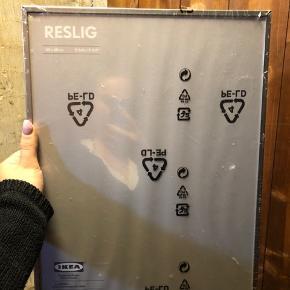 Billedramme fra IKEA. Måler 30 x 40 cm. Er stadig pakket ind i plastik.