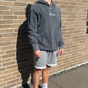 Mennace hættetrøje