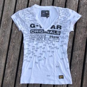 Hvid t-shirt med sort print i velour