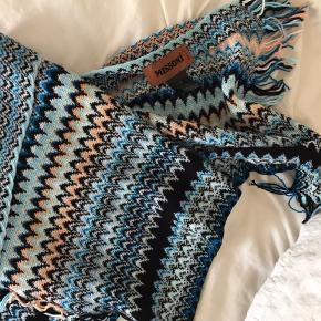 Missoni tørklæde. Købt for 1500. Aldrig brugt. Kan afhentes i Hellerup eller sendes