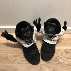 Adidas Jeremy Scott JS Gorilla Sneaker. Sjov collecter sko. Nypris er 2500kr. Brugt en enkel gang.