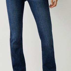 """Helt nye jeans fra USA købt i for lille størrelse. Size 30 = dansk 38. Model """"Billie Big T Jean""""  mid rise jean med lige pasform.  Hestesko-detaljer langs baglommerne. Pris er uden forsendelse/porto."""