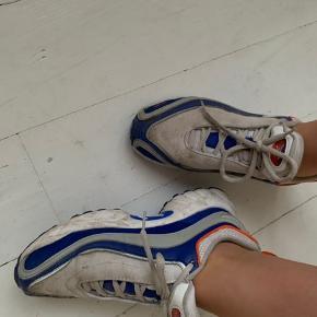 Sælger disse Reebok sko, lidt slidte men kan vaskes rene, pris til forhandling, byd!