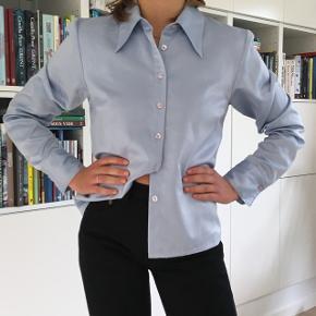 Vintage lyseblå skjorte i 70'er stil