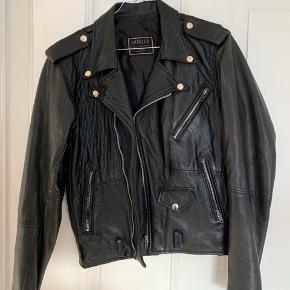 Mon Lup jakke i ægte læder. Passer str. S-M.