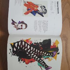 Illustrations Now! FASHION  Coveret er lidt misfarvet i kanterne, men ellers fejler bogen absolut intet. Den er super fed, især for dem der interessere sig for mode, design og kunst/tegning.  Ny: 350,-