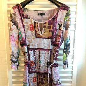 Kjole fra St. Martins.  Brugt få timer