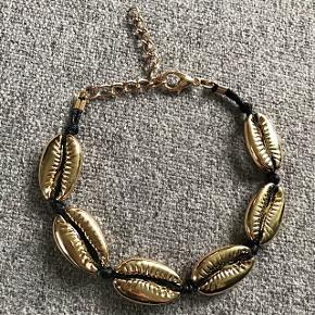 One size muslinge armbånd med guld sælges - jeg har flere på lager. Sender men køber betaler porto :)