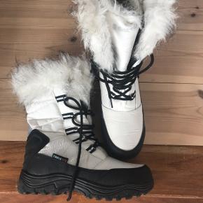 Vinterstøvler fra tripletex. Næsten ikke brugt.  Er åben for bud.