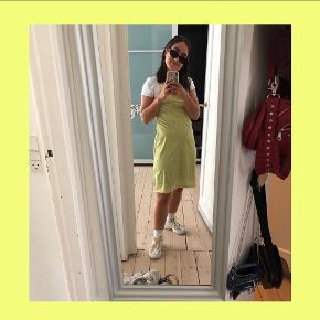 Hosbjerg kjole i størrelse S 💚 Kjolen er brugt 2-3 gange - stropperne kan reguleres i længden.  Nypris 800 kr.  Pris 360kr. Køber betaler forsendelse med DAO og gebyrer. Ellers kan den hentes i NV 💚