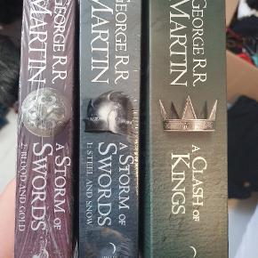De tre første Game of Thomes bøger på engelsk. Den første er åbnet, men er i fin stand. De to andre er uåbnede.  Der er flere bøger til salg på min profil(: