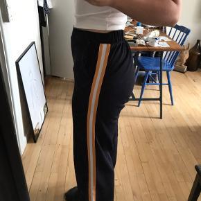 Rigtig lækre og løse bukser fra Vero moda. De fejler intet og har kun været brugt omkring 10 gange