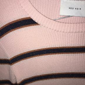 Neo noir bluse Str L fitter M Mp 150kr