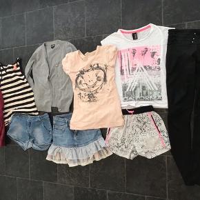 Pige tøj pakke str. 9/10 år  Forskellige mærker  10 dele for 90kr  Fra røgfrit hjem  Skal der sendes, betaler køber Porto  Afh. 6710 i fourfeldt