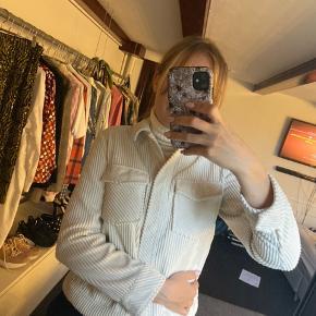 Mega fin jakke fra samsøe & samsøe. Er næsten ikke brugt.  Kostede 1200 kr fra ny