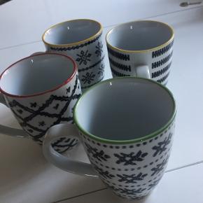 Fire kopper med fine detaljer. Brugt meget lidt. Fejler intet