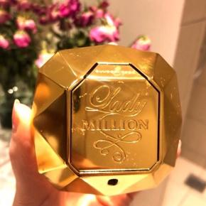 ▫️Paco Rabanne ▫️Lady Million ▫️Eau de parfum ▫️80 ml - ca 40 ml tilbage  ▫️Afhentes i Aalborg ▫️Er selvfølgelig ægte!!