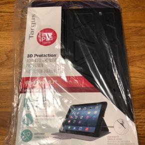"""Sælger dette helt nye og ubrugte cover til iPad 9,7"""". Kan bruges til at placere iPad vandret stående."""