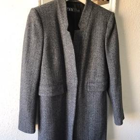 Jeg er kommet til at hive mærket af, men frakken er aldrig blevet brugt.
