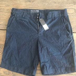Hey sælger disse helt ubrugte save khaki United shorts i størrelse 34 .(stadig med prismærke) De er super god kvalitet og kostede 950 for ny. Har dem også i beige. Tag et par for 300 og to for 500 :)