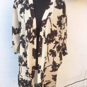 Lacony kimono i sort og råhvid