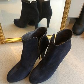 Roberto Botella heels