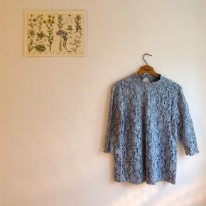 """Fineste trøje fra Fransa, består af et ydernet og en undertrøje. Nogen steder er ydernettet lidt """"trådet"""" men slet ikke noget man ligger mærke til.  Mangler 1 af de 3 snore til at lukke med bagpå.   #30dayssellout"""