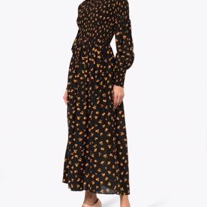 Smuk Ganni kjole i silke/ bomuld kvalitet fra deres speciel collection.