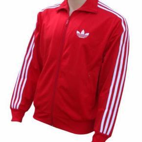 Varetype: Trøje Farve: Rød/Hvid Oprindelig købspris: 600 kr.  Super fin hverdagstrøje sælges pga pladsmangel og udrensning af tøjskab. Giv et bud
