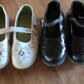 2 par ballerinasko str 29. Sorte laksko i en fin stand. Hvide sko er lidt slidt på snuden.  Sælges samlet.  Se også mine flere end 100 andre annoncer med bla dame-herre-børne og fodtøj
