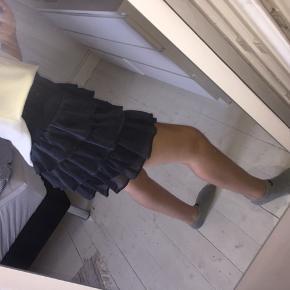 Rigtig fin nederdel fra vero moda. Str xs, aldrig brugt. Nypris var 350 kr. Mp er 220 kr.