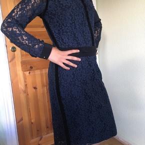 Flot kjole med blonder fra DAY. Str 36. Aldrig brugt - med prismærker. Kan hentes i Hvidovre.