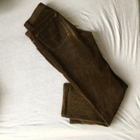 Brune fløjlsbukser fra Pierre Cardin, W33 L34
