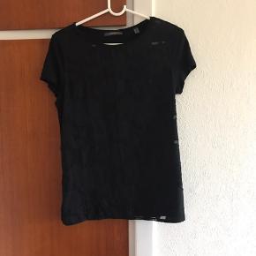 Sød t- shirt fra Esprit Fremstår som ny, da den er brugt sparsomt