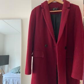 Flotteste frakke fra Zara i str M. Kan sagtens have en tyk trøje under