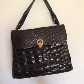 Lækker vintage læder taske i croco med smuk lukning.