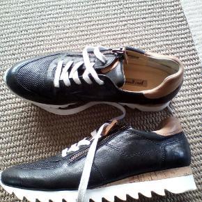 Paul Green sneakers