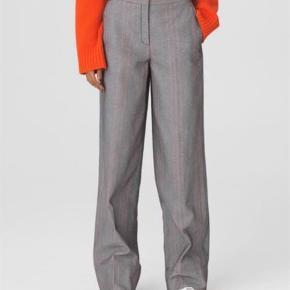 Varetype: Bukser Farve: Grå  Helt nye bukser fra bmb. Aldrig brugt