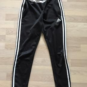 Unisex Adidas bukser Få brugsspor, men kan sagtens bruges.