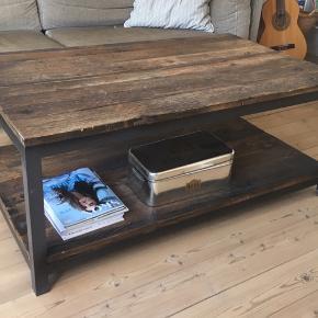 Rustikt sofabord, måler 125x74 cm. Kan afhentes i Odense 😃