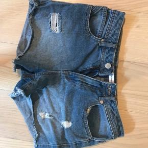 Denim shorts Sælges da de er for små