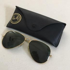 Klassisk pilot/aviator Ray-Ban solbriller 🕶 Ingen skader 🌟 Etui medfølger ✌🏼  Str.: medium (58mm)  Byd for pris 💸