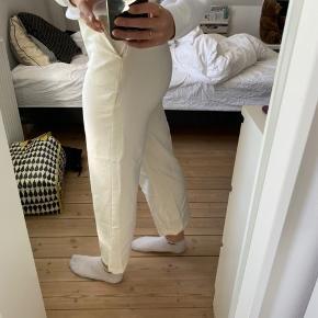 Emilie Briting x Na-kd bukser, brugt 2-3 gange, men viser ingen tegn på brug. 😁